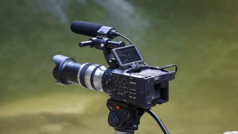 Filmkamera auf Stativ