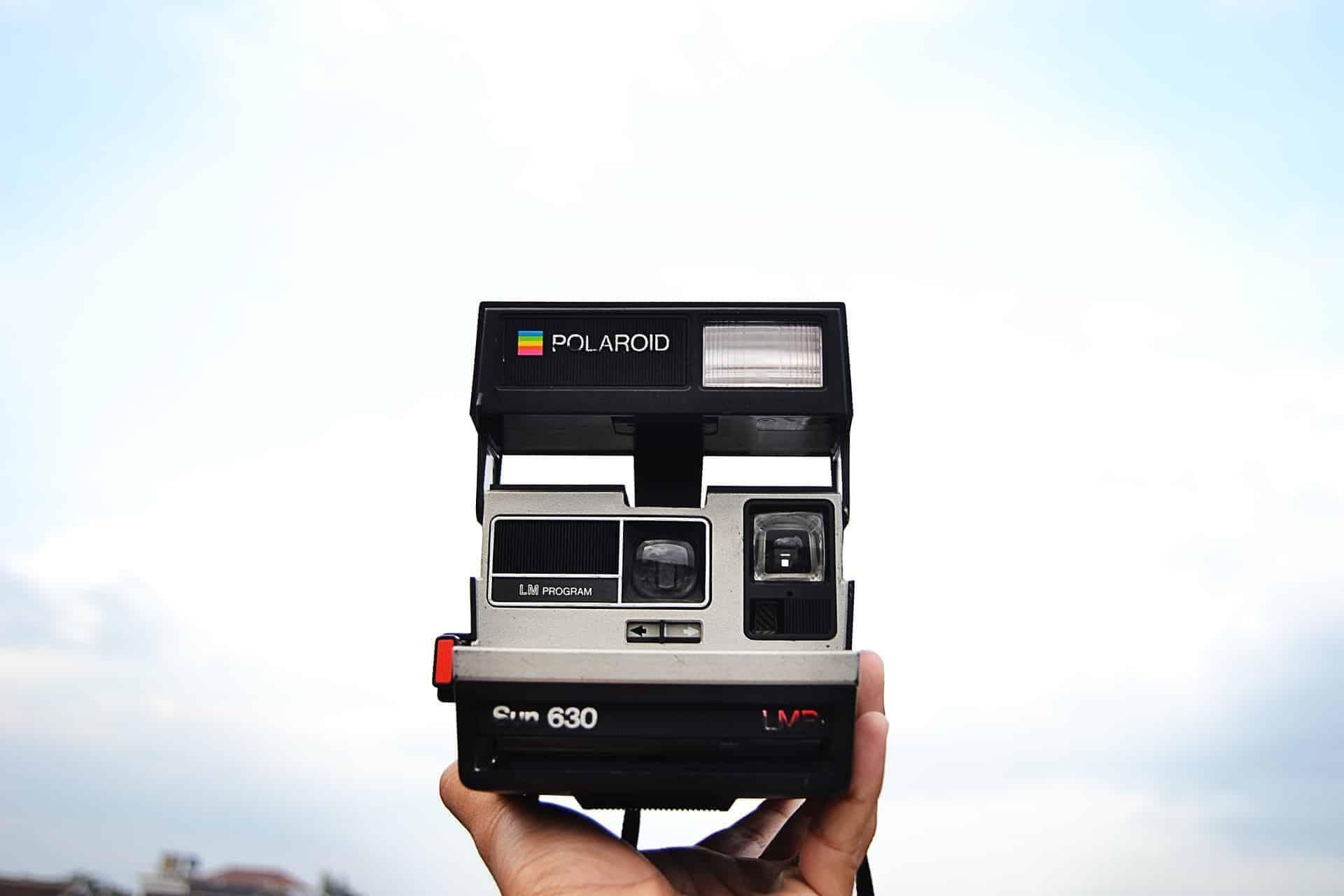 8f5aa7e53cd2 Polaroid. Jeder kennt die quadratischen kleinen Bilder